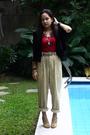Black-roberta-blazer-red-suit-beige-pants-beige-cmg-shoes-black-chanel-a