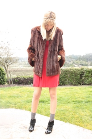 vintage heirloom coat - H&M dress - Longs socks - Volitile boots - thrifted acce