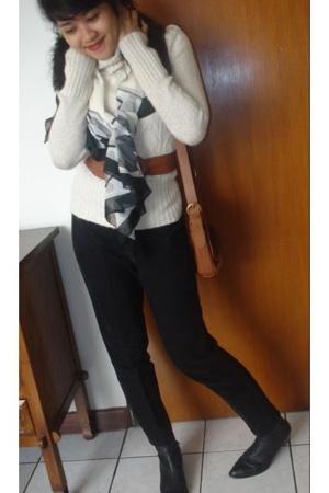 Noir Sur Blanc sweater - vintage pants - vintage belt - vintage accessories - le