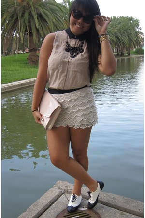 off white Forever 21 shorts - neutral H&M purse - tan H&M blouse