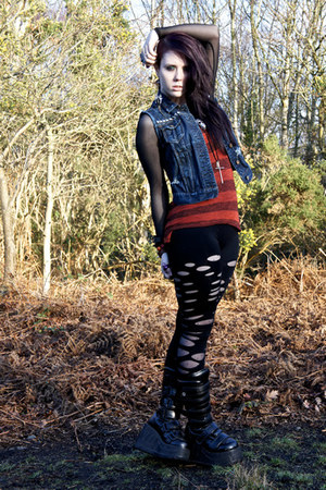 holey Urban Outfitters leggings - rocker Sella boots
