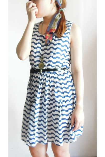 blue striped dress - red scarf accessories - bronze mirror necklace