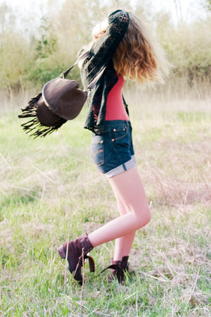 awesome unknown boots - fringe terracotta bag - diy Levis shorts - body H&M top