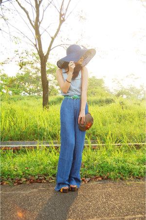 blue flare Zara jeans - navy floppy hat - light brown sling vintage bag - aquama