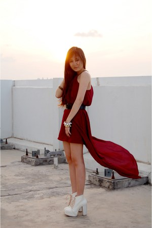 maroon mullet The Scarlet Room dress - cream lace-up Juice-String boots