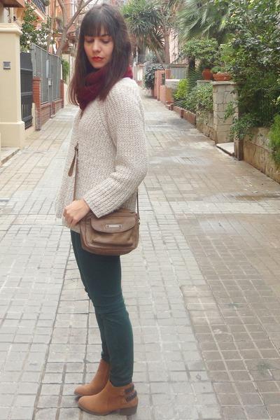 Bershka bag - Primark boots - Bershka pants - pull&bear jumper