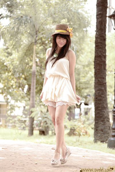 ivory bandeau romwe dress - camel flower Zara hat - ivory lace romwe shorts