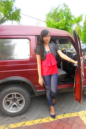 red Magnolia top - dark gray benhill top - navy Yongki Komaladi shoes
