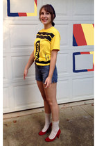 yellow crayola crayon uknown t-shirt - navy calvin klein shorts