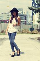 navy jeans - ivory printed INDIE-GO top - black Estrella heels