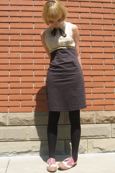 black Pepe Jeans dress - beige Pierre Cardin shoes