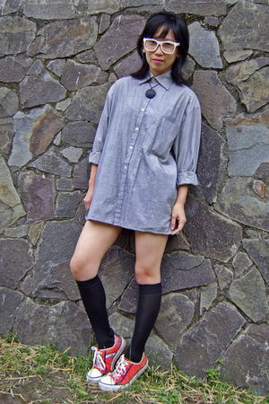 white glasses - gray Byford London shirt - beige Gap shorts - black socks