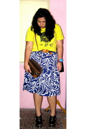 bruce lee t-shirt - flowery skirt - heels