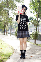 black naruto Uniqlo shirt - black floral Taobao socks - navy plaid Zara skirt