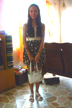 brown unknown dress - white SM Dept Store bag - white Zanea shoes - brown unknow