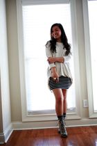 beige H&M top - black Forever 21 skirt - gray random from Hong Kong socks - gray