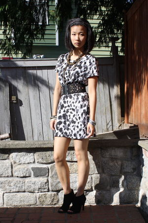gray H&M dress - black Steve Madden boots - black H&M belt