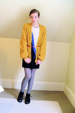 vintage sweater - thrifted dress - Primark tights - thrifted shoes - H&amp;M belt