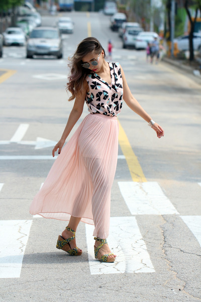 light pink Forever 21 skirt - silver Stylenanda glasses