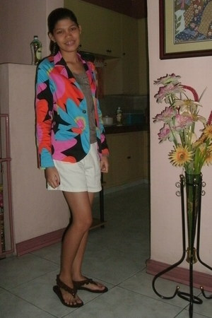 colorfull blazer - white shorts - bronze chain earrings