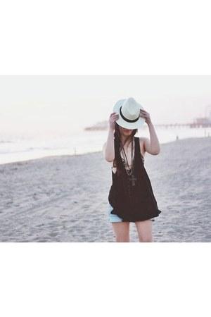 hat - shorts