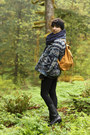 Black-durango-boots-navy-goodwill-jacket-burnt-orange-baggu-bag-black-head