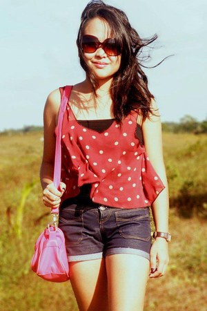 red vintage top - hot pink sling bag 168 bag - black denim 168 shorts