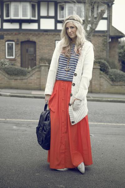 carrot orange maxi skirt Very skirt - black vintage bag - blue Zara jumper