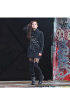 House of Holland tights - Bugatti boots - Only shirt - SIX scarf