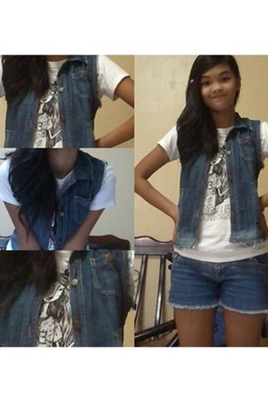 navy maong vest - navy Bazaar shorts - ivory artwork t-shirt