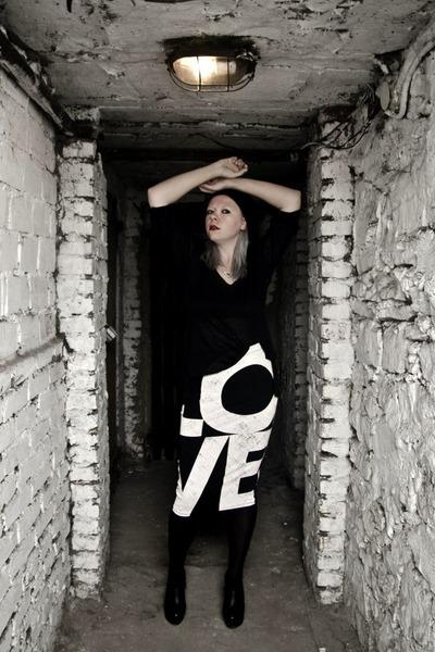 black second hand hat - black Zara blazer - black outlet skirt