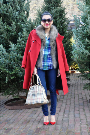 plaid Burberry bag - red trench Tommy Hilfiger coat