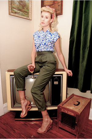 vintage blouse - safari vintage banana republic travel &amp; safari pants - wedges