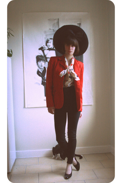 red vintage blazer - white vintage blouse - black American Apparel pants - black