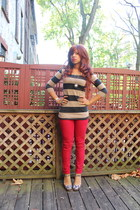 camel H&M top - red Pay half jeans - charcoal gray Nine West heels