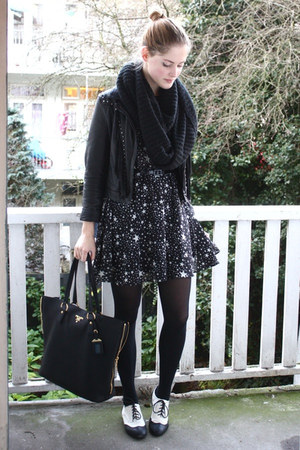 black star printed asos dress - white brogues H&M shoes
