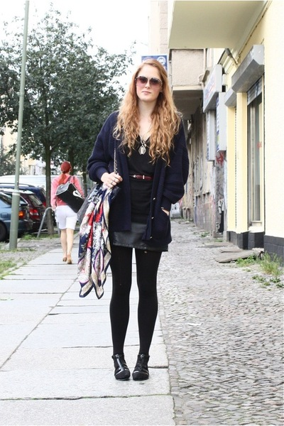 blue navy vintage sweater - black jelly flats Topshop shoes