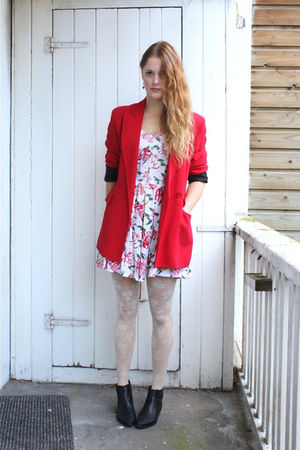 red Moschino blazer - pink vintage dress - white H&M tights - black vintage boot