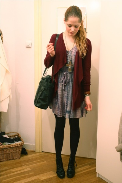 red f21 cardigan - purple vintage dress - black vintage purse - black Wedins boo