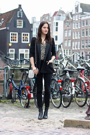 black high-waist BDG jeans - black tuxedo Mango blazer