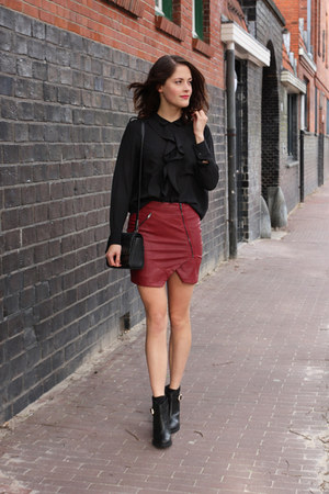 maroon zip Neon Rose skirt - black ankle Blonde & Blonde boots
