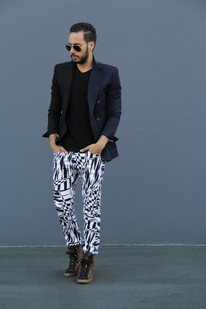 black v-neck H&M shirt - navy maison martin margiela blazer