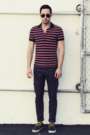 navy boat shoes Vans shoes - navy cargo Levis jeans - ruby red polo H&M shirt