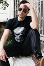 Black-skull-stellar-fortune-shirt-black-aviator-ray-ban-sunglasses