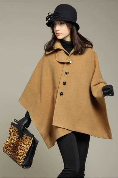 camel cape - black hat - black leggings