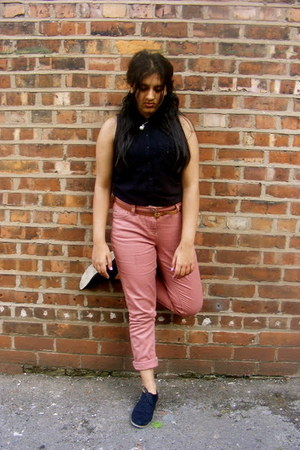 pink jeans - black brogues boots - black shirt