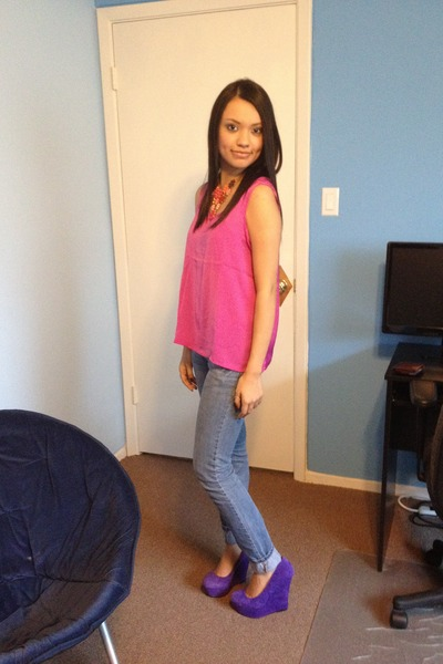 amethyst wedges - turquoise blue jeans - hot pink top - magenta necklace