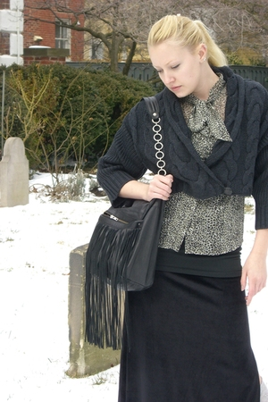 black banana republic cardigan - black skirt - black Rockport boots - black Arid