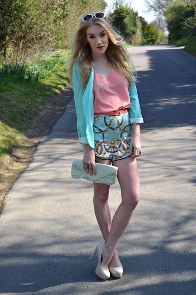 Aquamarine-primark-blazer-light-blue-glamorous-shorts-neutral-bank-heels_400