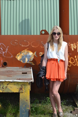 carrot orange pleated flared Jones & jones skirt - silver thrifted vintage shoes